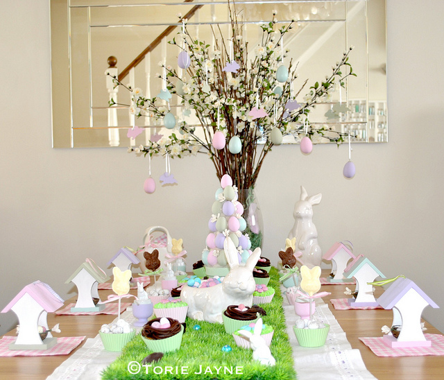 country-garden-easter-table-by-torie-jaye-10-easter-table-ideas-via-a-blissful-nest